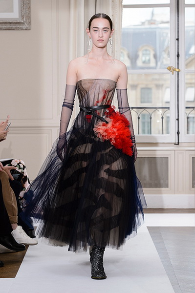 Schiaparelli Haute Couture осень-зима 2017-2018 (75443-Schiaparelli-Haute-Couture-AW-2017-2018-b.jpg)