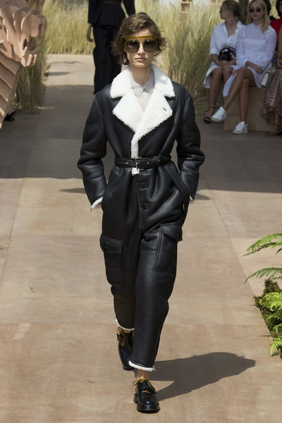 Christian Dior Haute Couture осень-зима 2017-2018 (75681-Christian-Dior-Haute-Couture-AW-2017-2018-03.jpg)