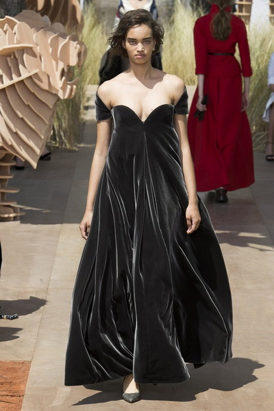 Christian Dior Haute Couture осень-зима 2017-2018 (75681-Christian-Dior-Haute-Couture-AW-2017-2018-13.jpg)
