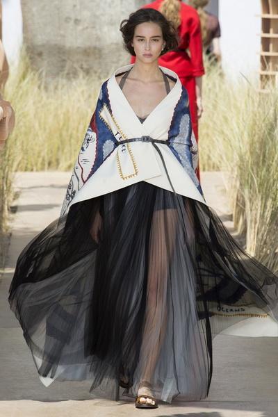 Christian Dior Haute Couture осень-зима 2017-2018 (75681-Christian-Dior-Haute-Couture-AW-2017-2018-14.jpg)