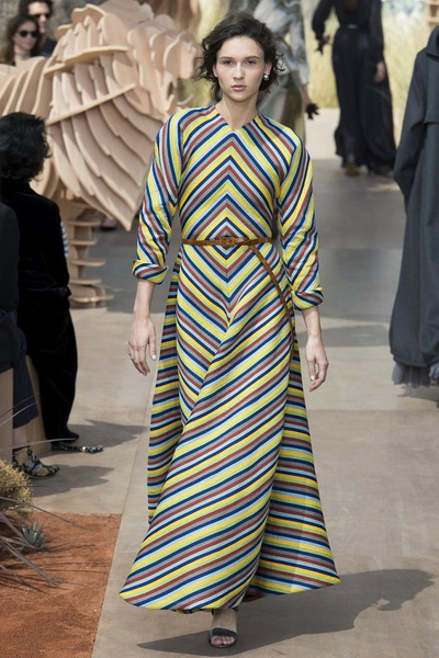 Christian Dior Haute Couture осень-зима 2017-2018 (75681-Christian-Dior-Haute-Couture-AW-2017-2018-16.jpg)