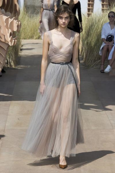 Christian Dior Haute Couture осень-зима 2017-2018 (75681-Christian-Dior-Haute-Couture-AW-2017-2018-19.jpg)