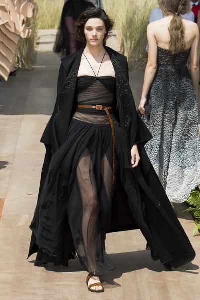 Christian Dior Haute Couture осень-зима 2017-2018 (75681-Christian-Dior-Haute-Couture-AW-2017-2018-24.jpg)