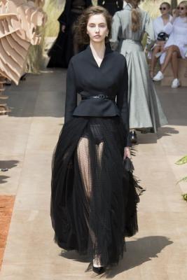 Christian Dior Haute Couture осень-зима 2017-2018 (75681-Christian-Dior-Haute-Couture-AW-2017-2018-26.jpg)