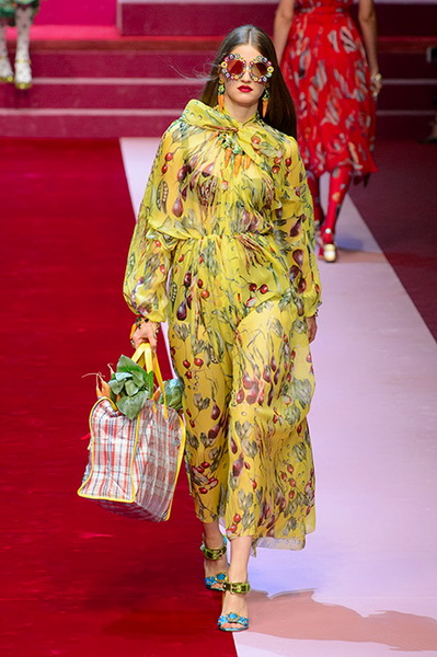 Dolce Gabbana весна-лето 2018 (76509-Dolce-Gabbana-SS-2018-18.jpg)