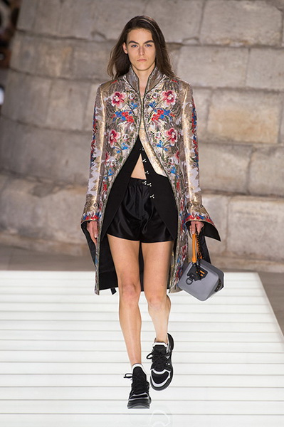 Louis Vuitton весна-лето 2018 (76661-Louis-Vuitton-SS-2018-06.jpg)