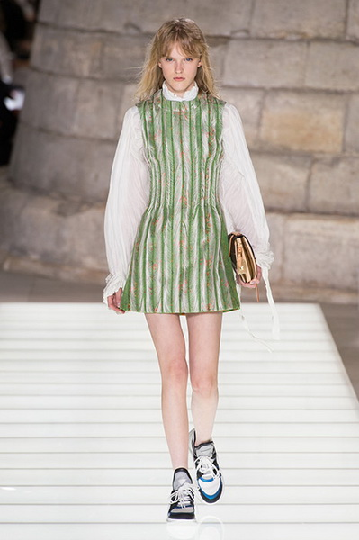 Louis Vuitton весна-лето 2018 (76661-Louis-Vuitton-SS-2018-11.jpg)