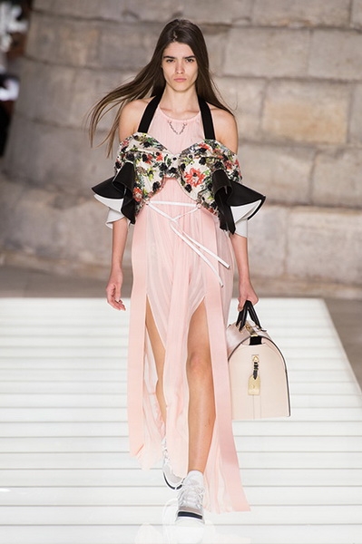 Louis Vuitton весна-лето 2018 (76661-Louis-Vuitton-SS-2018-14.jpg)