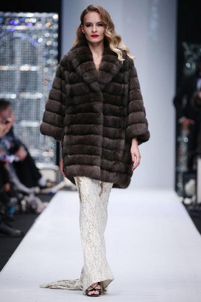 Меховой дом Julia Dilua на Mercedes-Benz Fashion Week (77038-Mexovoy-Dom-Julia-Dilua-Na-MBFW-21.jpg)