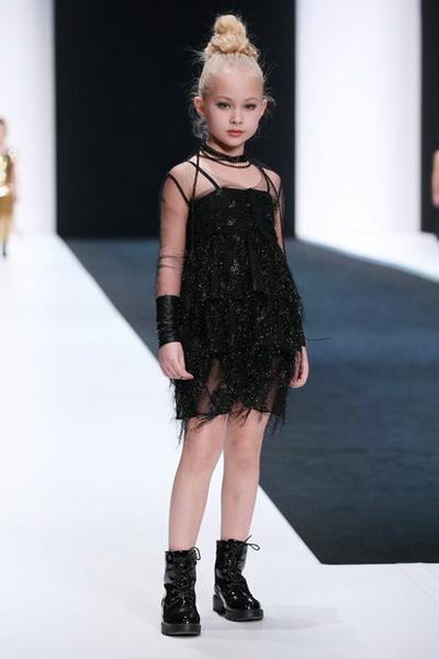 Olga Zavgorodnaya осень-зима 2018/19 (79130-Olga-Zavgorodnaya-FW-2018-19-09.jpg)