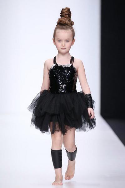Olga Zavgorodnaya осень-зима 2018/19 (79130-Olga-Zavgorodnaya-FW-2018-19-b.jpg)