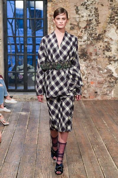 Evgeniya Kryukova Couture FW 2018/19  (79711-Evgeniya-Kryukova-FW-2018-19-07.jpg)