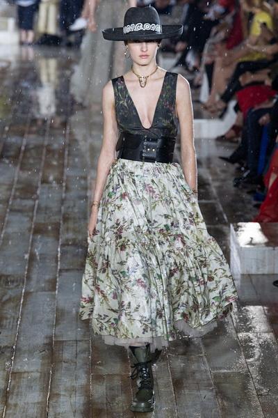 Christian Dior весна-лето 2019 (79831-Christian-Dior-Resort-2019-13.jpg)