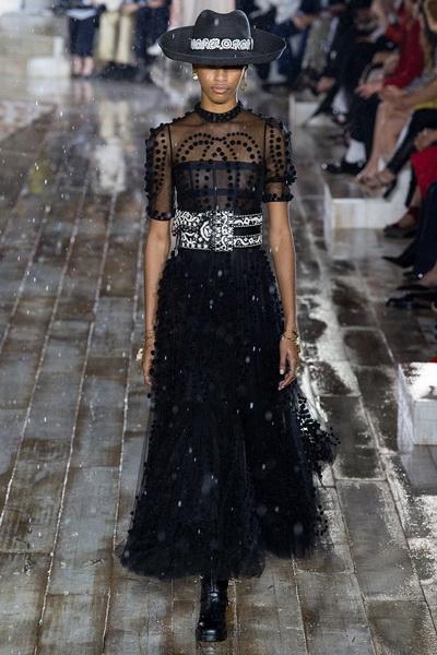 Christian Dior весна-лето 2019 (79831-Christian-Dior-Resort-2019-24.jpg)