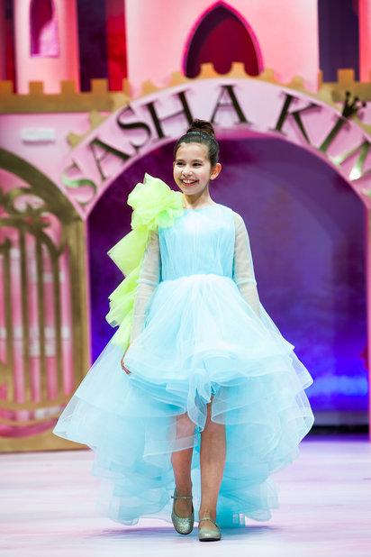 Детский показ дизайнерских платьев SASHA KIM    (79867-Sabha-Kim-Bal-Princes-01.jpg)