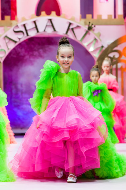 Детский показ дизайнерских платьев SASHA KIM    (79867-Sabha-Kim-Bal-Princes-03.jpg)