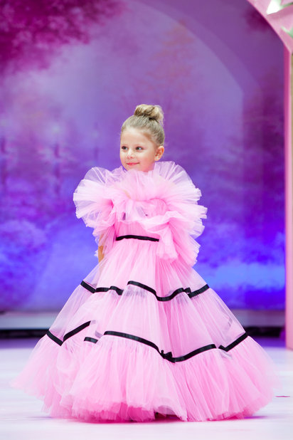 Детский показ дизайнерских платьев SASHA KIM    (79867-Sabha-Kim-Bal-Princes-05.jpg)