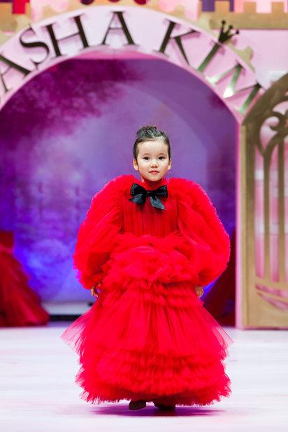 Детский показ дизайнерских платьев SASHA KIM    (79867-Sabha-Kim-Bal-Princes-09.jpg)