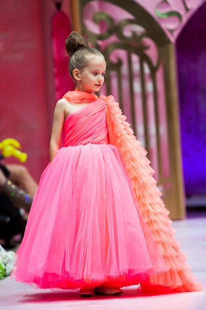 Детский показ дизайнерских платьев SASHA KIM    (79867-Sabha-Kim-Bal-Princes-11.jpg)