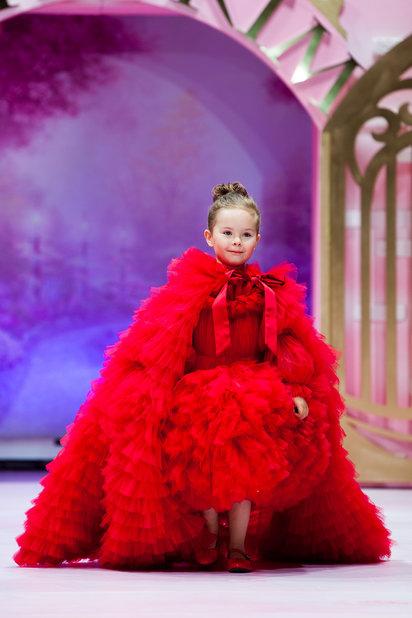 Детский показ дизайнерских платьев SASHA KIM    (79867-Sabha-Kim-Bal-Princes-12.jpg)