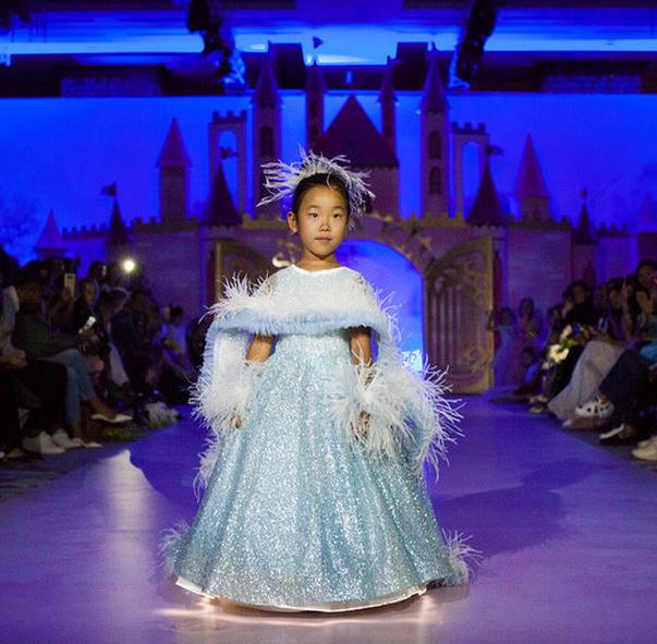Детский показ дизайнерских платьев SASHA KIM    (79867-Sabha-Kim-Bal-Princes-s.jpg)