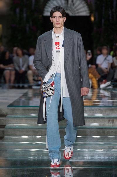 Мужская коллекция Versace весна–лето 2019 (79895-Mujskaya-Kollekciya-Versace-SS-2019-02.jpg)