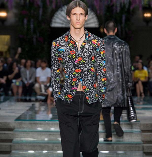 Мужская коллекция Versace весна–лето 2019 (79895-Mujskaya-Kollekciya-Versace-SS-2019-s.jpg)