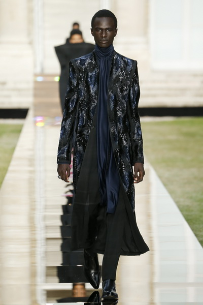 Givenchy Couture осень-зима 2018/19 (80019-Givenchy-FW-2018-19-03.jpg)