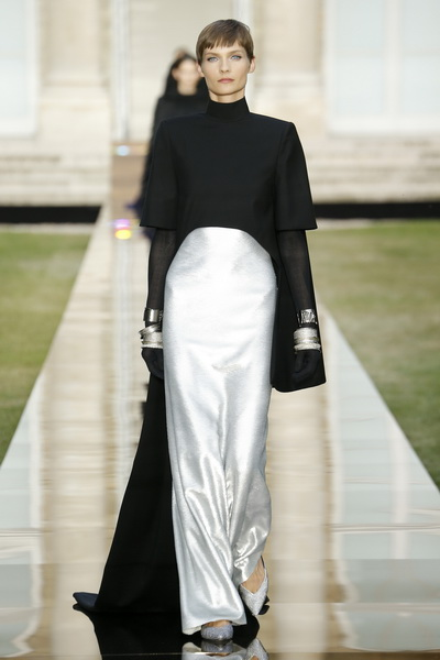 Givenchy Couture осень-зима 2018/19 (80019-Givenchy-FW-2018-19-15.jpg)