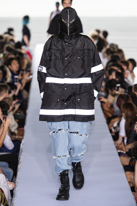 Vetements весна-лето 2019 (80040-Vetements-SS-2019-21.jpg)