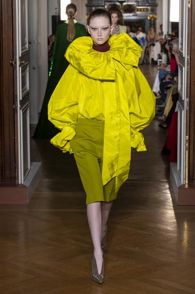 Valentino Couture осень-зима 2018/19 (80112-Valentino-Couture-2018-03.jpg)