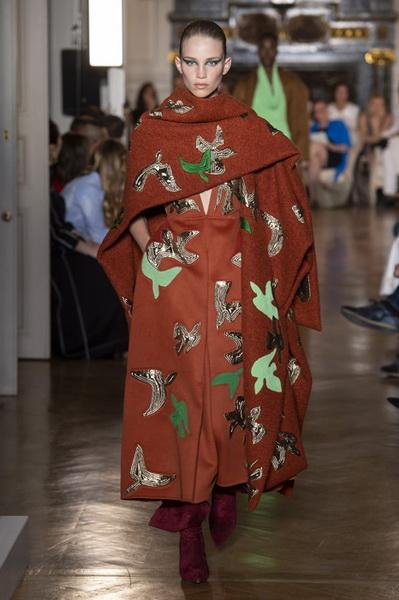 Valentino Couture осень-зима 2018/19 (80112-Valentino-Couture-2018-07.jpg)
