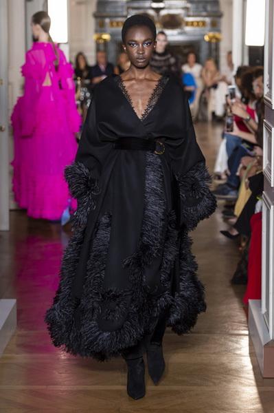 Valentino Couture осень-зима 2018/19 (80112-Valentino-Couture-2018-09.jpg)