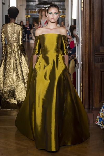 Valentino Couture осень-зима 2018/19 (80112-Valentino-Couture-2018-14.jpg)