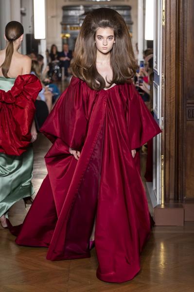 Valentino Couture осень-зима 2018/19 (80112-Valentino-Couture-2018-b.jpg)