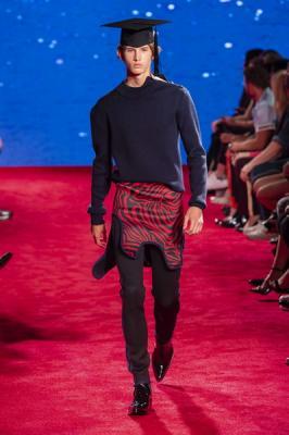 Calvin Klein весна-лето 2019 (81110-Calvin-Klein-SS-2019-02.jpg)