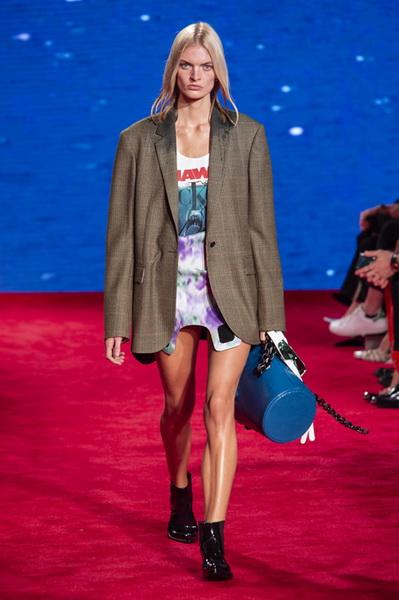 Calvin Klein весна-лето 2019 (81110-Calvin-Klein-SS-2019-03.jpg)