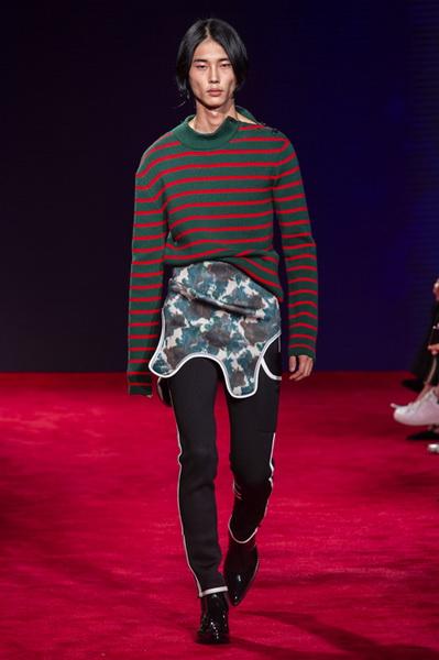 Calvin Klein весна-лето 2019 (81110-Calvin-Klein-SS-2019-04.jpg)