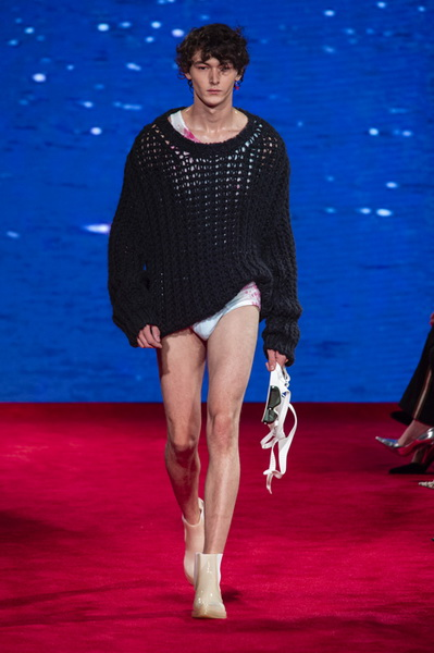 Calvin Klein весна-лето 2019 (81110-Calvin-Klein-SS-2019-09.jpg)