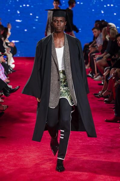 Calvin Klein весна-лето 2019 (81110-Calvin-Klein-SS-2019-10.jpg)