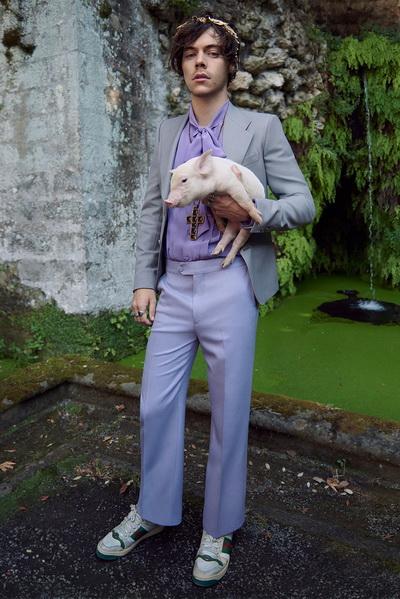 Гарри Стайлз в новой рекламной кампании Gucci (81254-Harry-Styles-V-Reklamnoy-Kampanii-Gucci-2018-01.jpg)