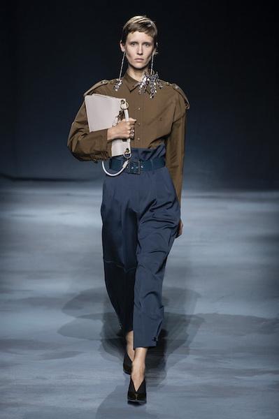 Givenchy весна-лето 2019 (81528-Givenchy-SS-2019-01.jpg)