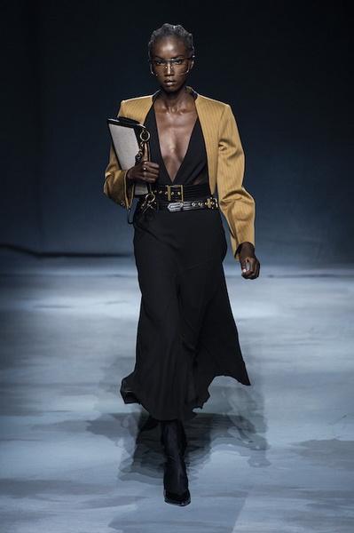 Givenchy весна-лето 2019 (81528-Givenchy-SS-2019-09.jpg)