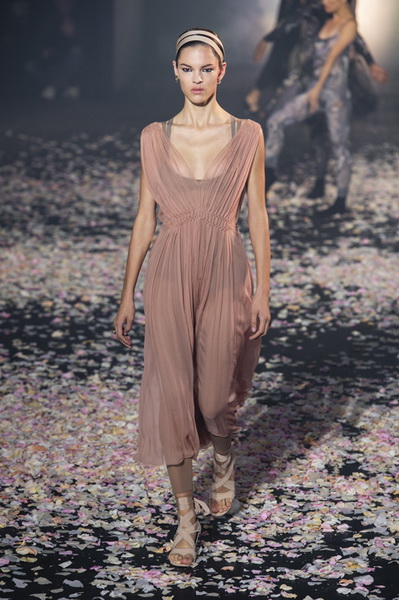 Dior весна-лето 2019 (81582-Dior-SS-2019-08.jpg)