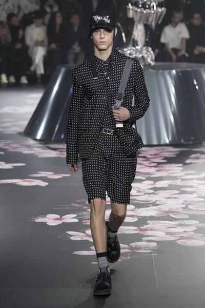 Dior Men Pre-Fall 2019 (82274-Dior-Men-Pre-Fall-2019-09.jpg)