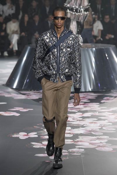 Dior Men Pre-Fall 2019 (82274-Dior-Men-Pre-Fall-2019-10.jpg)