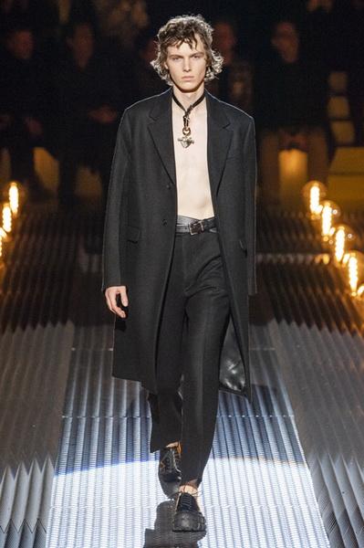 Prada Menswear осень-зима 2019/2020 (82766-Prada-Menswear-2019-02.jpg)