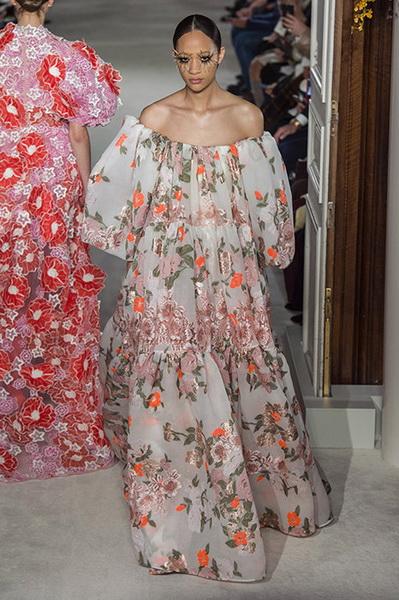 VALENTINO Haute Couture весна-лето 2019 (82957-Valentino-Haute-Couture-2019-07.jpg)