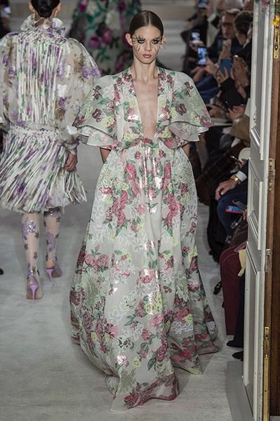VALENTINO Haute Couture весна-лето 2019 (82957-Valentino-Haute-Couture-2019-12.jpg)