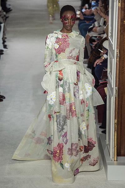 VALENTINO Haute Couture весна-лето 2019 (82957-Valentino-Haute-Couture-2019-15.jpg)